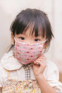 マスクした女の子